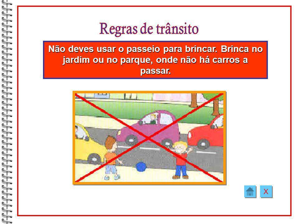 Regras de trânsito Não deves usar o passeio para brincar. Brinca no jardim ou no parque, onde não há carros a passar.