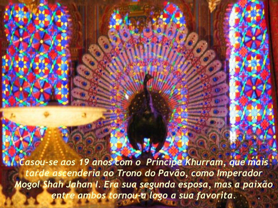 Casou-se aos 19 anos com o Príncipe Khurram, que mais tarde ascenderia ao Trono do Pavão, como Imperador Mogol Shah Jahan I.