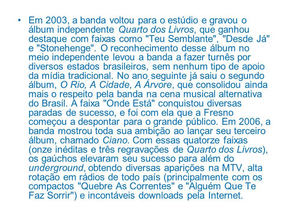 Em 2003, a banda voltou para o estúdio e gravou o álbum independente Quarto dos Livros, que ganhou destaque com faixas como Teu Semblante , Desde Já e Stonehenge .