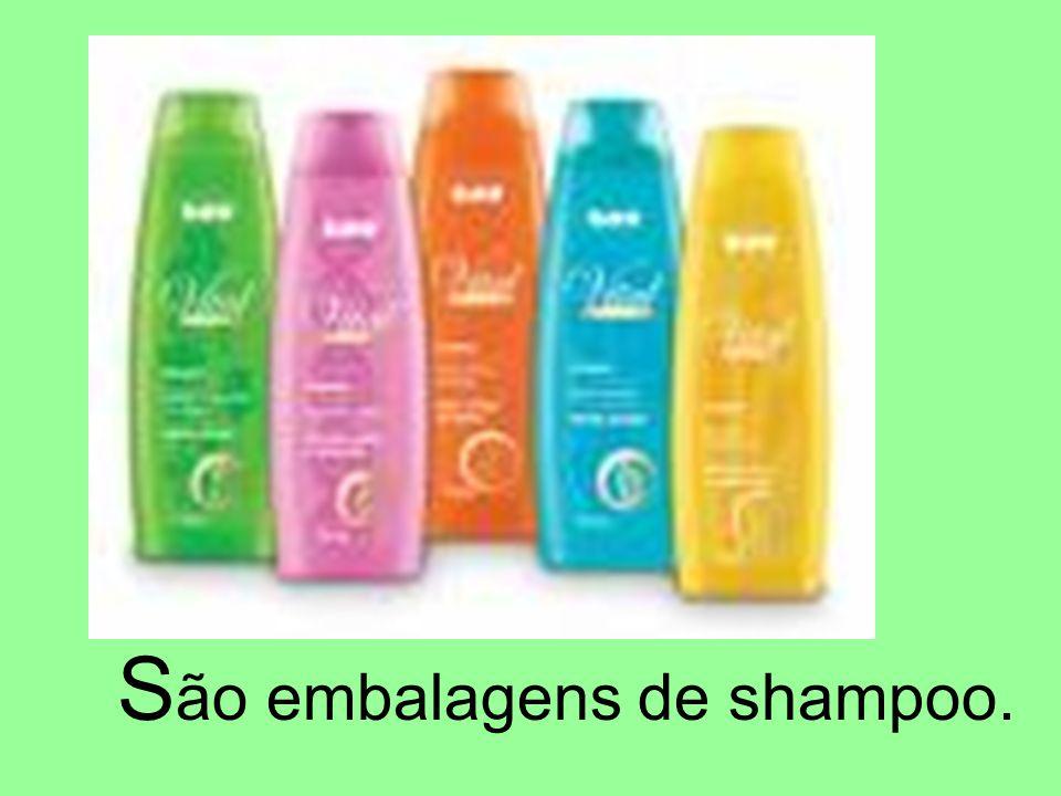 São embalagens de shampoo.