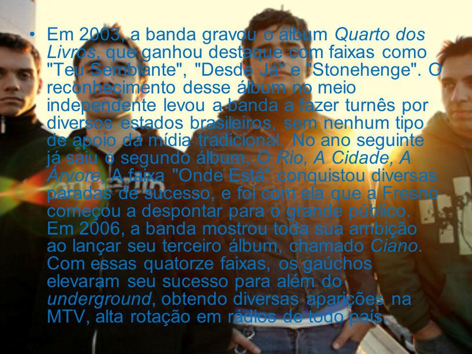 Em 2003, a banda gravou o álbum Quarto dos Livros, que ganhou destaque com faixas como Teu Semblante , Desde Já e Stonehenge .