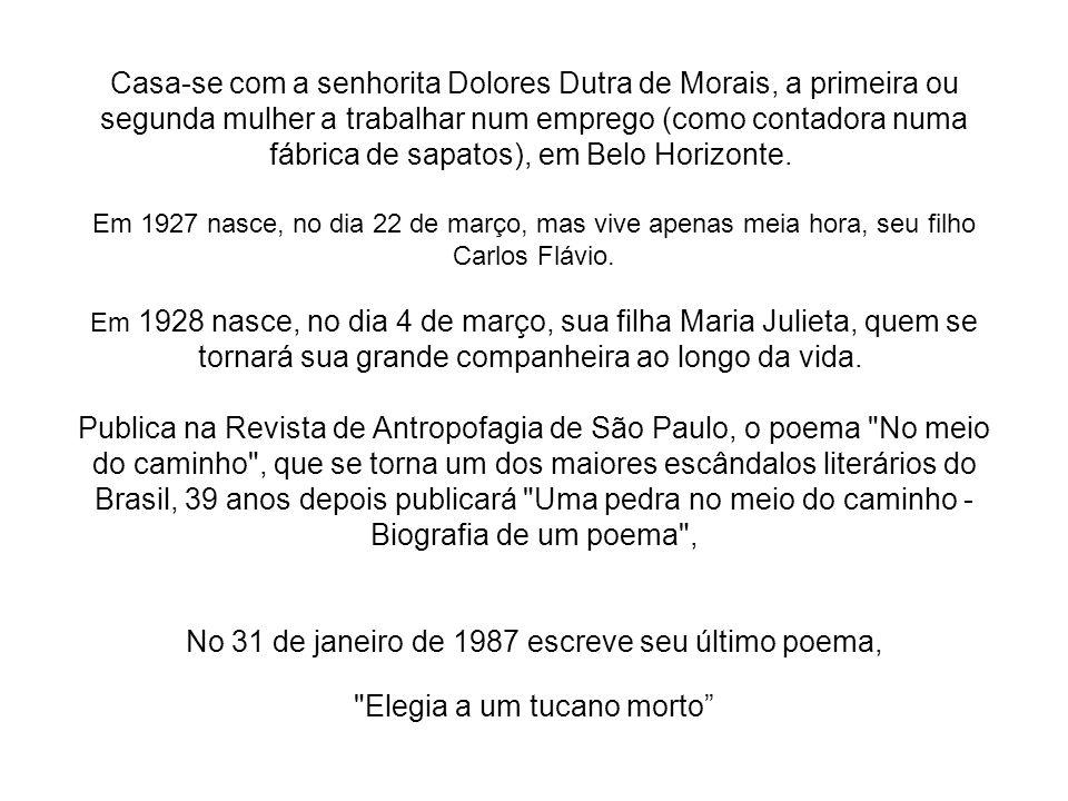 Casa-se com a senhorita Dolores Dutra de Morais, a primeira ou segunda mulher a trabalhar num emprego (como contadora numa fábrica de sapatos), em Belo Horizonte. Em 1927 nasce, no dia 22 de março, mas vive apenas meia hora, seu filho Carlos Flávio.