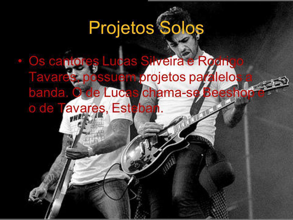 Projetos Solos Os cantores Lucas Silveira e Rodrigo Tavares, possuem projetos paralelos a banda.