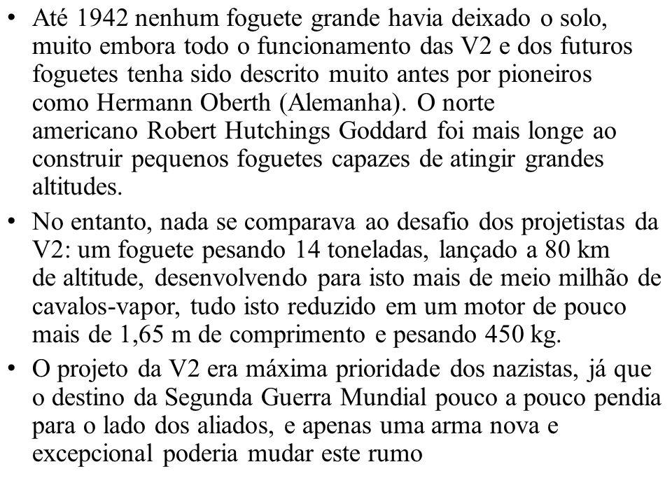 Até 1942 nenhum foguete grande havia deixado o solo, muito embora todo o funcionamento das V2 e dos futuros foguetes tenha sido descrito muito antes por pioneiros como Hermann Oberth (Alemanha). O norte americano Robert Hutchings Goddard foi mais longe ao construir pequenos foguetes capazes de atingir grandes altitudes.