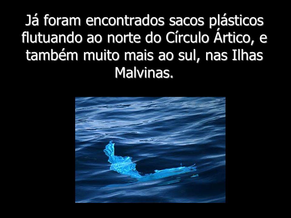 Já foram encontrados sacos plásticos flutuando ao norte do Círculo Ártico, e também muito mais ao sul, nas Ilhas Malvinas.