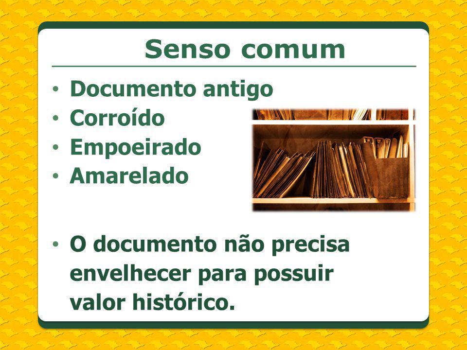 Senso comum Documento antigo Corroído Empoeirado Amarelado