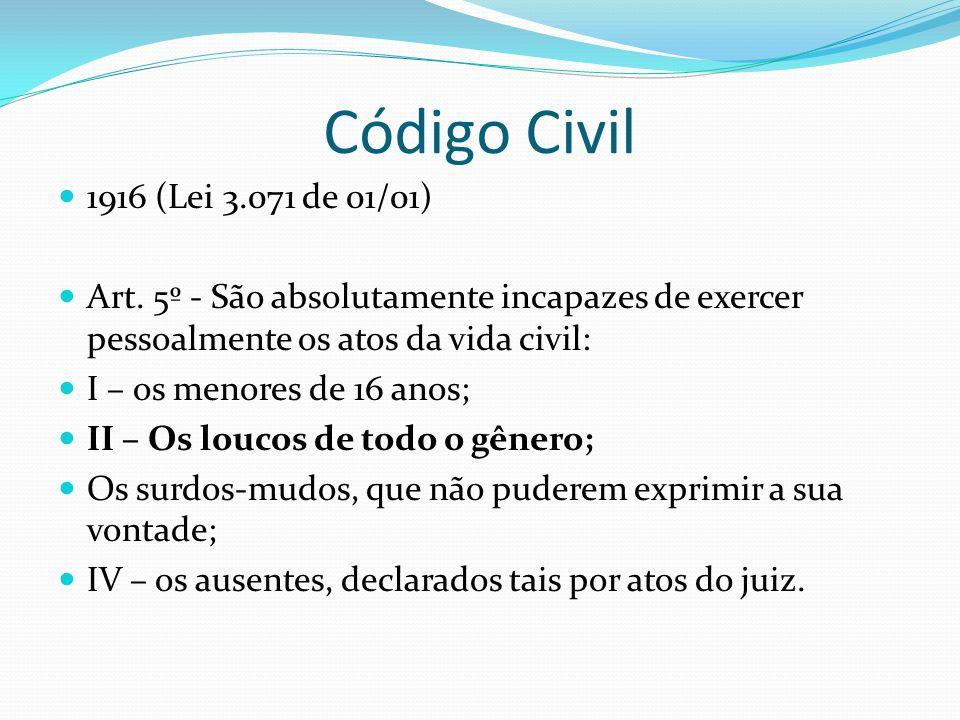 Código Civil 1916 (Lei 3.071 de 01/01) Art. 5º - São absolutamente incapazes de exercer pessoalmente os atos da vida civil: