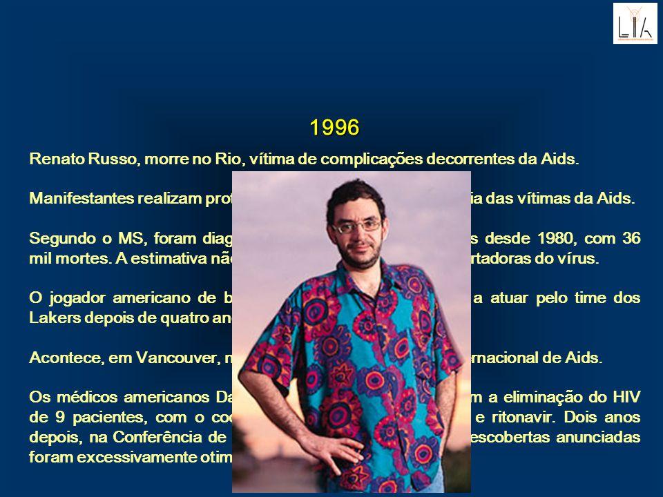 1996. Renato Russo, morre no Rio, vítima de complicações decorrentes da Aids.