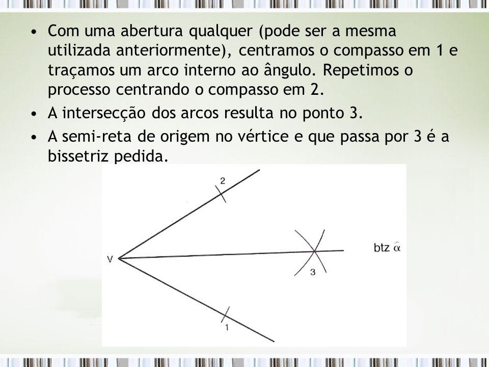 Com uma abertura qualquer (pode ser a mesma utilizada anteriormente), centramos o compasso em 1 e traçamos um arco interno ao ângulo. Repetimos o processo centrando o compasso em 2.