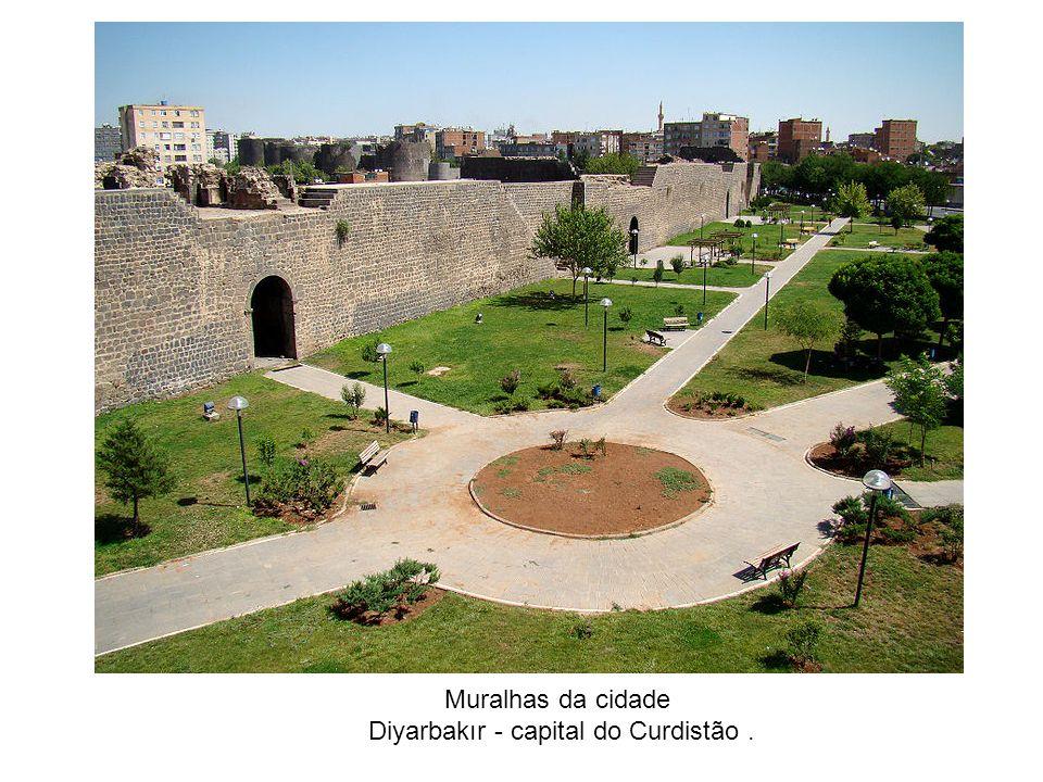 Diyarbakır - capital do Curdistão .