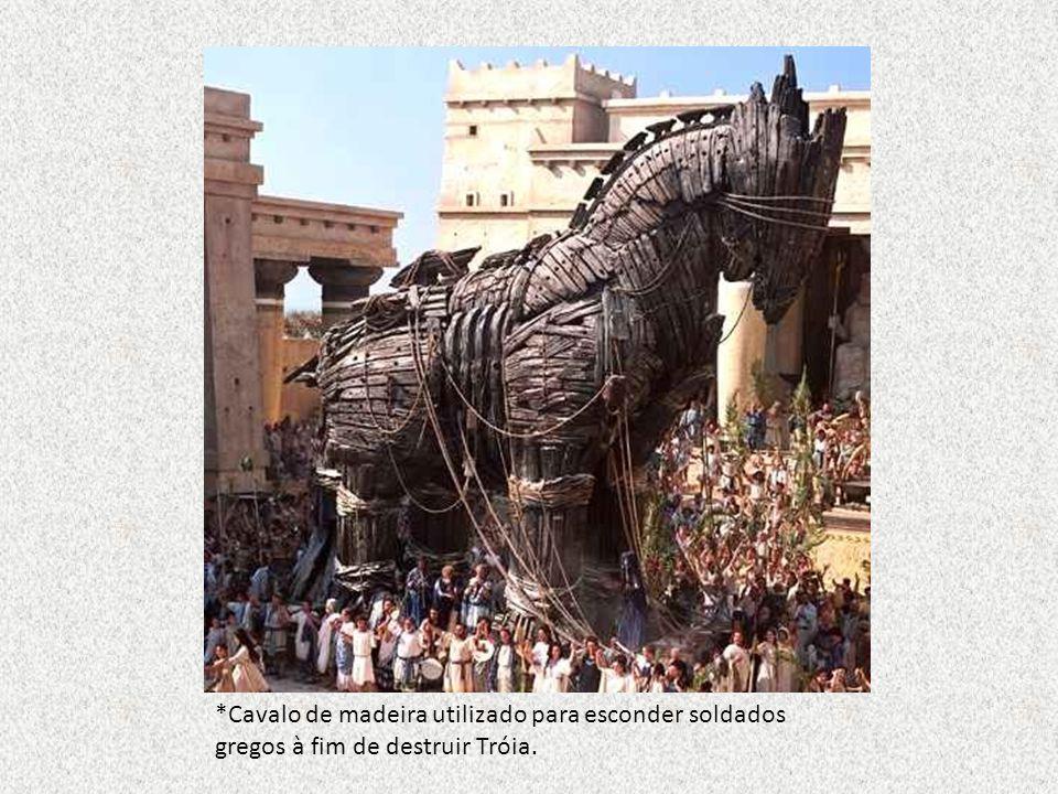 *Cavalo de madeira utilizado para esconder soldados gregos à fim de destruir Tróia.