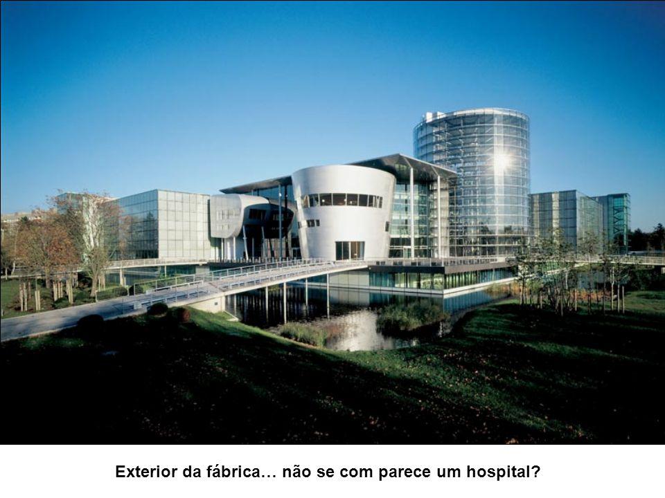 Exterior da fábrica… não se com parece um hospital