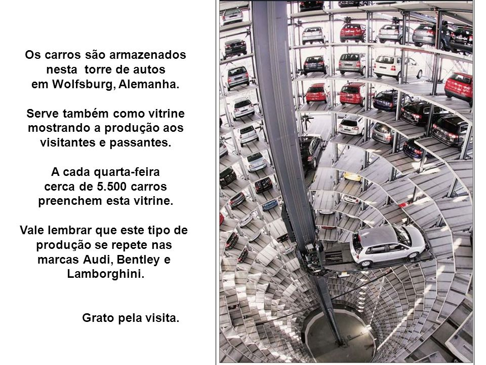 Os carros são armazenados nesta torre de autos em Wolfsburg, Alemanha.