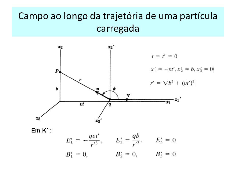 Campo ao longo da trajetória de uma partícula carregada