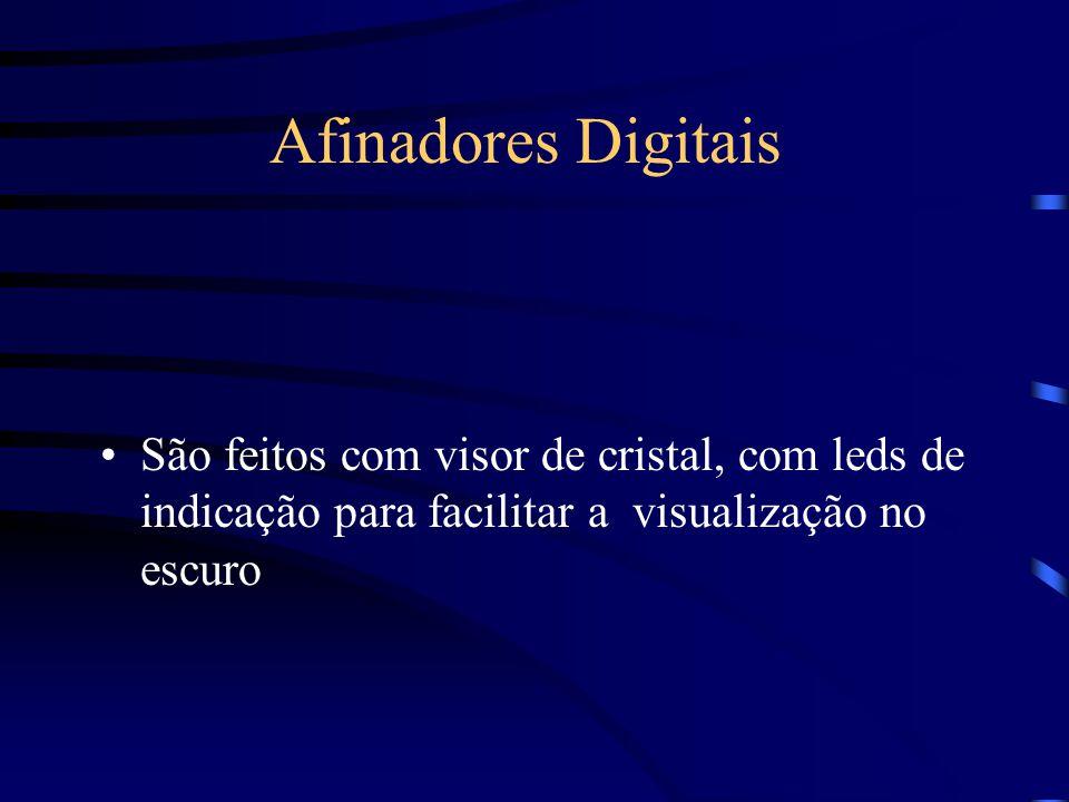 Afinadores Digitais São feitos com visor de cristal, com leds de indicação para facilitar a visualização no escuro.