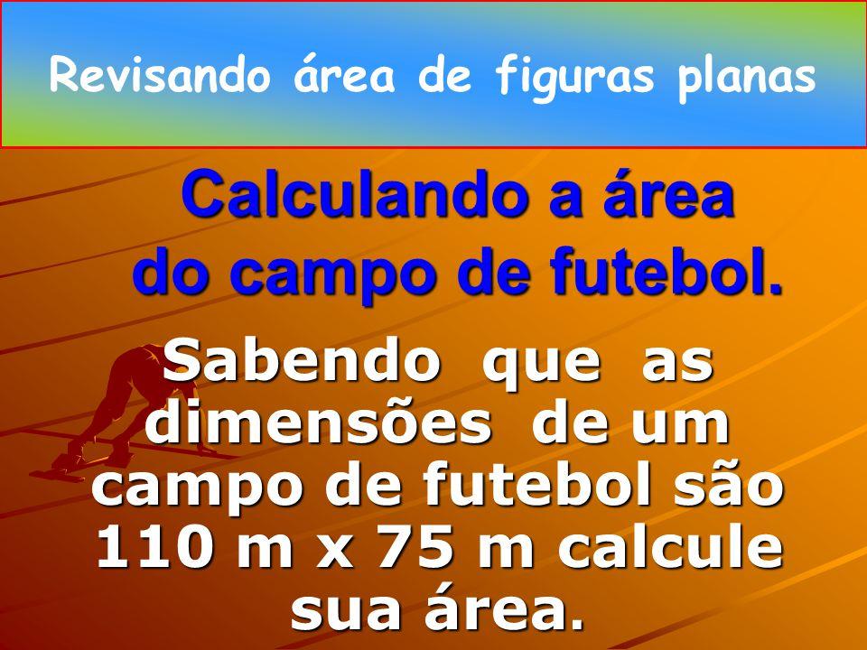 Calculando a área do campo de futebol.