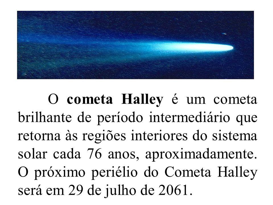 O cometa Halley é um cometa brilhante de período intermediário que retorna às regiões interiores do sistema solar cada 76 anos, aproximadamente.