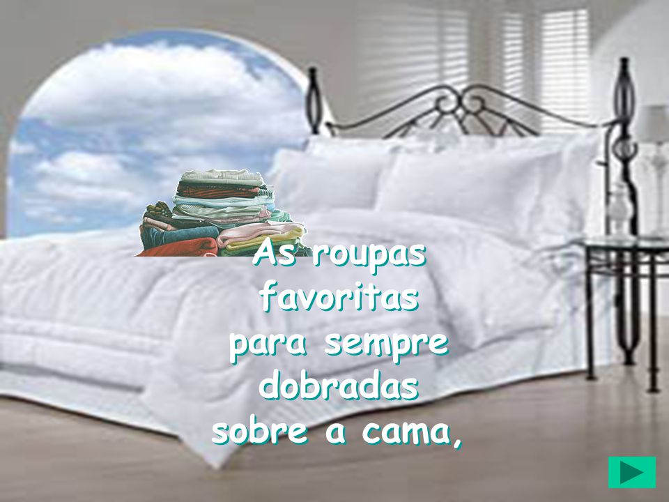 As roupas favoritas para sempre dobradas sobre a cama,