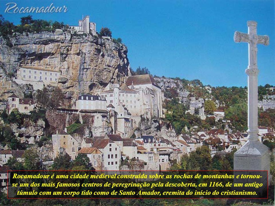 Rocamadour é uma cidade medieval construída sobre as rochas de montanhas e tornou-se um dos mais famosos centros de peregrinação pela descoberta, em 1166, de um antigo túmulo com um corpo tido como de Santo Amador, eremita do início do cristianismo.