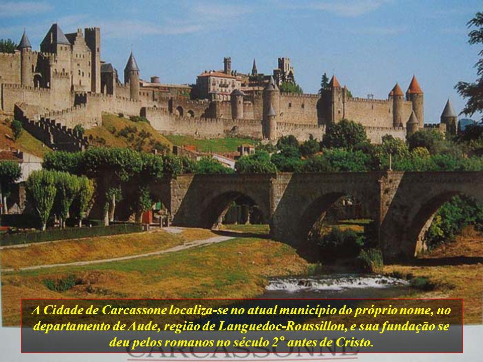 A Cidade de Carcassone localiza-se no atual município do próprio nome, no departamento de Aude, região de Languedoc-Roussillon, e sua fundação se deu pelos romanos no século 2° antes de Cristo.
