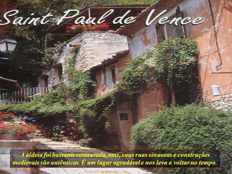 A aldeia foi bastante restaurada, mas, suas ruas sinuosas e construções medievais são autênticas.