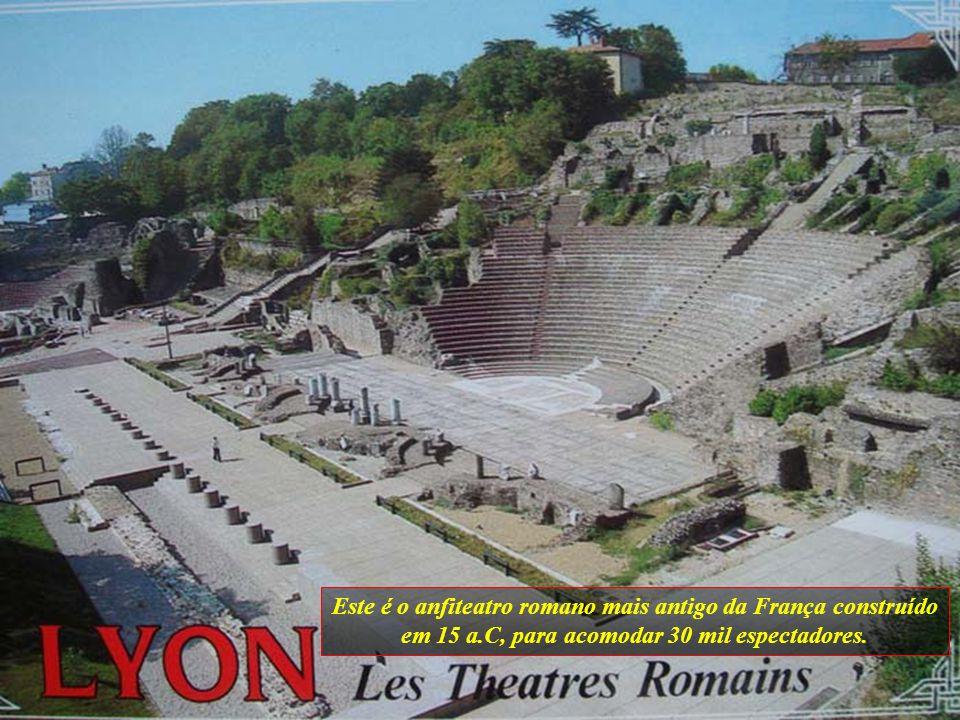 Este é o anfiteatro romano mais antigo da França construído em 15 a