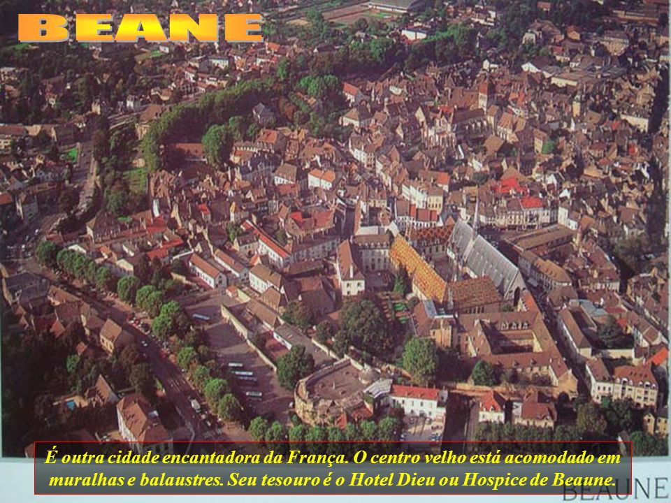 BEANE É outra cidade encantadora da França. O centro velho está acomodado em muralhas e balaustres.