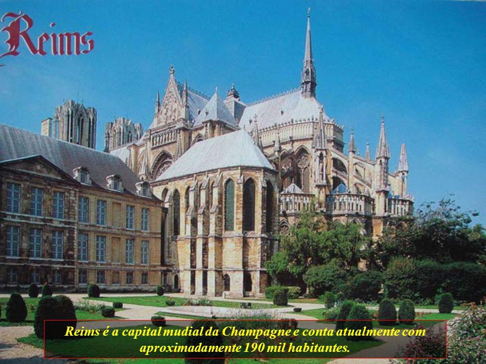 Reims é a capital mudial da Champagne e conta atualmente com aproximadamente 190 mil habitantes.
