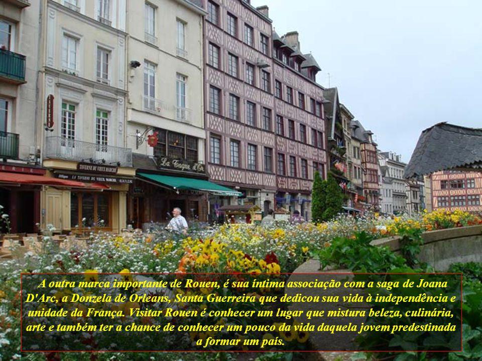 A outra marca importante de Rouen, é sua íntima associação com a saga de Joana D Arc, a Donzela de Orleans, Santa Guerreira que dedicou sua vida à independência e unidade da França.