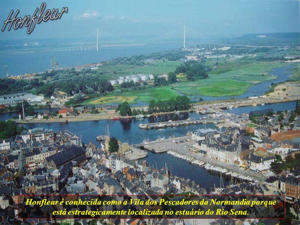 Honfleur é conhecida como a Vila dos Pescadores da Normandia porque está estrategicamente localizada no estuário do Rio Sena.