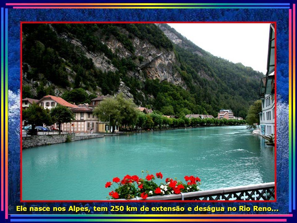 Ele nasce nos Alpes, tem 250 km de extensão e deságua no Rio Reno...