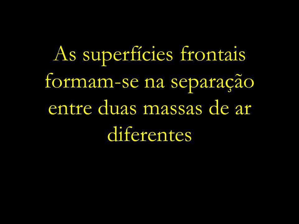 As superfícies frontais formam-se na separação entre duas massas de ar diferentes