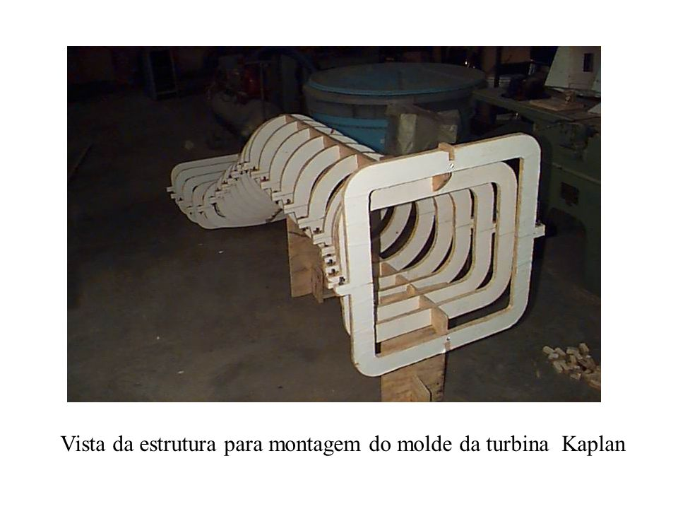 Vista da estrutura para montagem do molde da turbina Kaplan