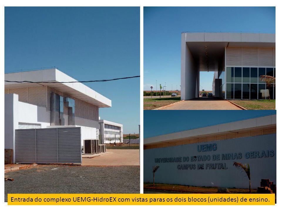 Entrada do complexo UEMG-HidroEX com vistas paras os dois blocos (unidades) de ensino.