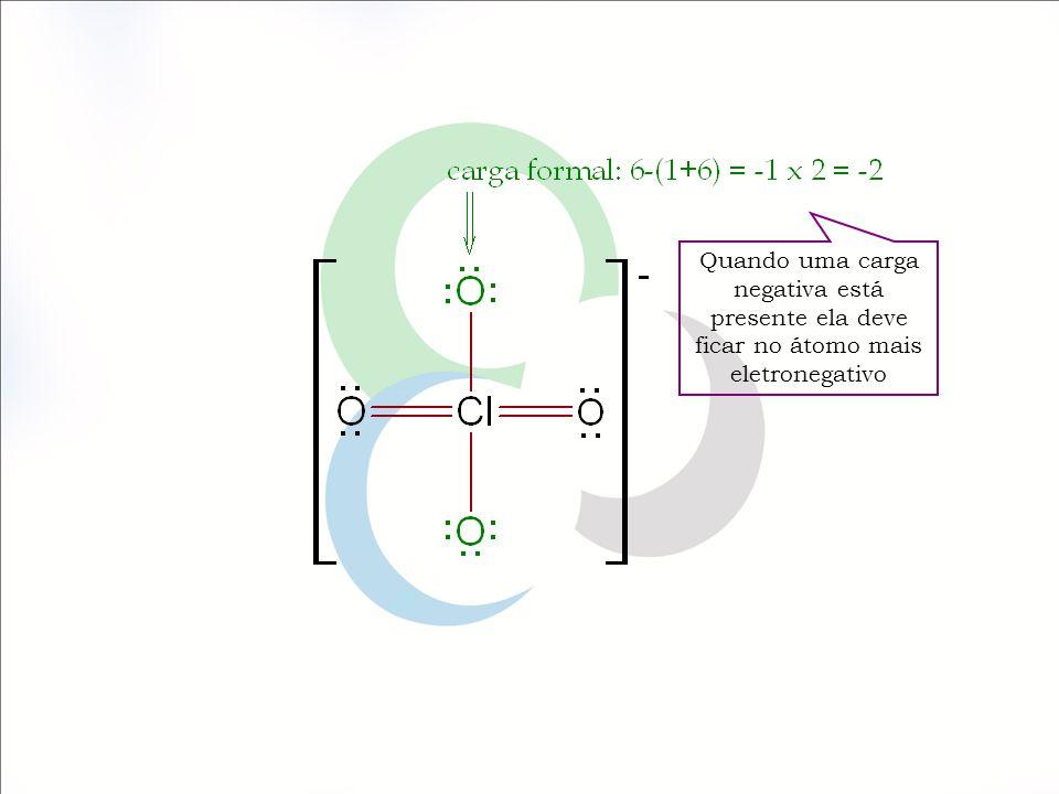 Quando uma carga negativa está presente ela deve ficar no átomo mais eletronegativo