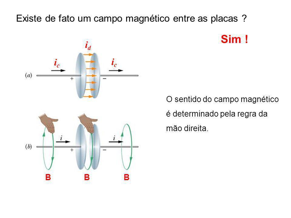 Sim ! Existe de fato um campo magnético entre as placas id ic