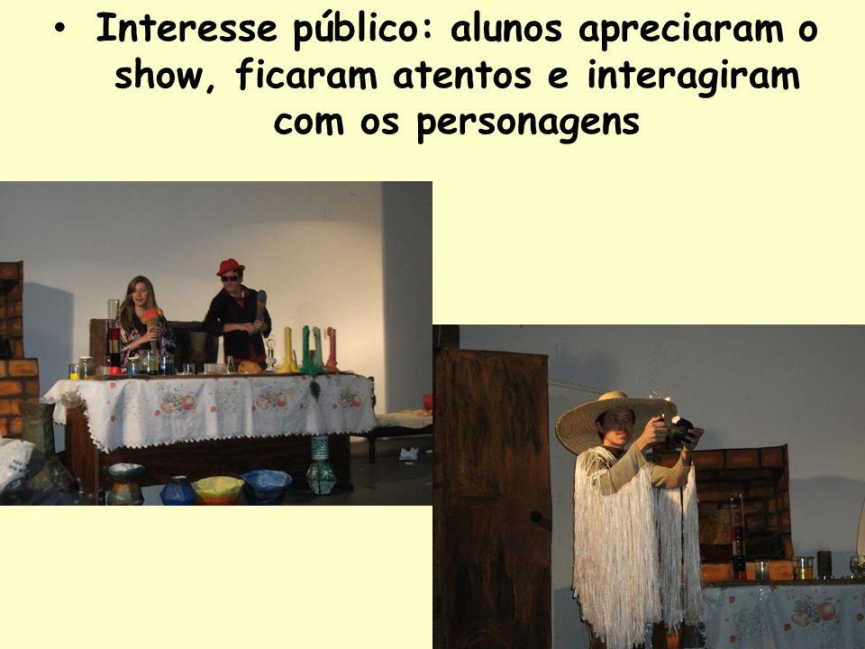 Interesse público: alunos apreciaram o show, ficaram atentos e interagiram com os personagens
