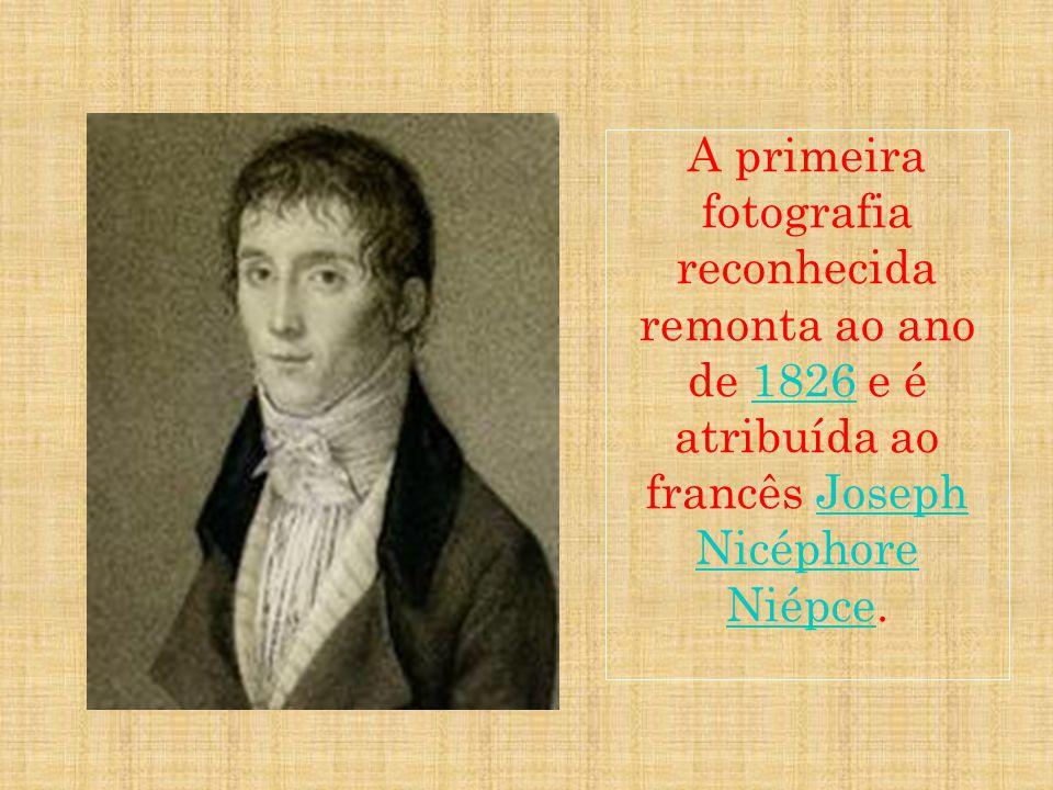 A primeira fotografia reconhecida remonta ao ano de 1826 e é atribuída ao francês Joseph Nicéphore Niépce.