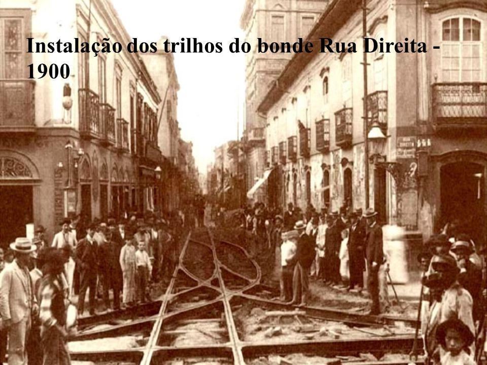 Instalação dos trilhos do bonde Rua Direita - 1900