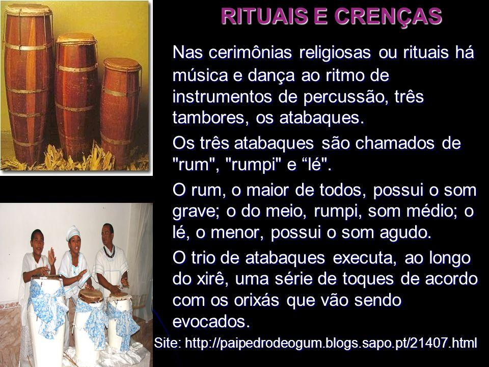 RITUAIS E CRENÇAS Nas cerimônias religiosas ou rituais há música e dança ao ritmo de instrumentos de percussão, três tambores, os atabaques.