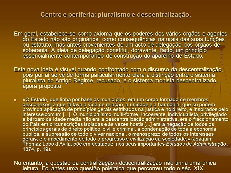 Centro e periferia: pluralismo e descentralização.