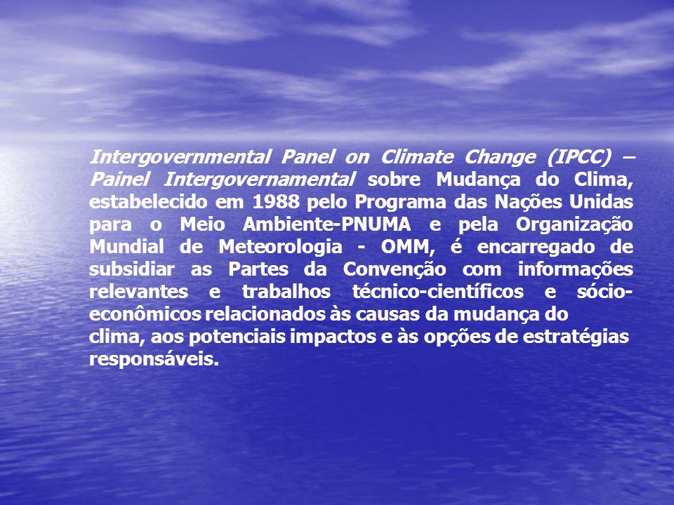Intergovernmental Panel on Climate Change (IPCC) – Painel Intergovernamental sobre Mudança do Clima, estabelecido em 1988 pelo Programa das Nações Unidas para o Meio Ambiente-PNUMA e pela Organização Mundial de Meteorologia - OMM, é encarregado de subsidiar as Partes da Convenção com informações relevantes e trabalhos técnico-científicos e sócio-econômicos relacionados às causas da mudança do