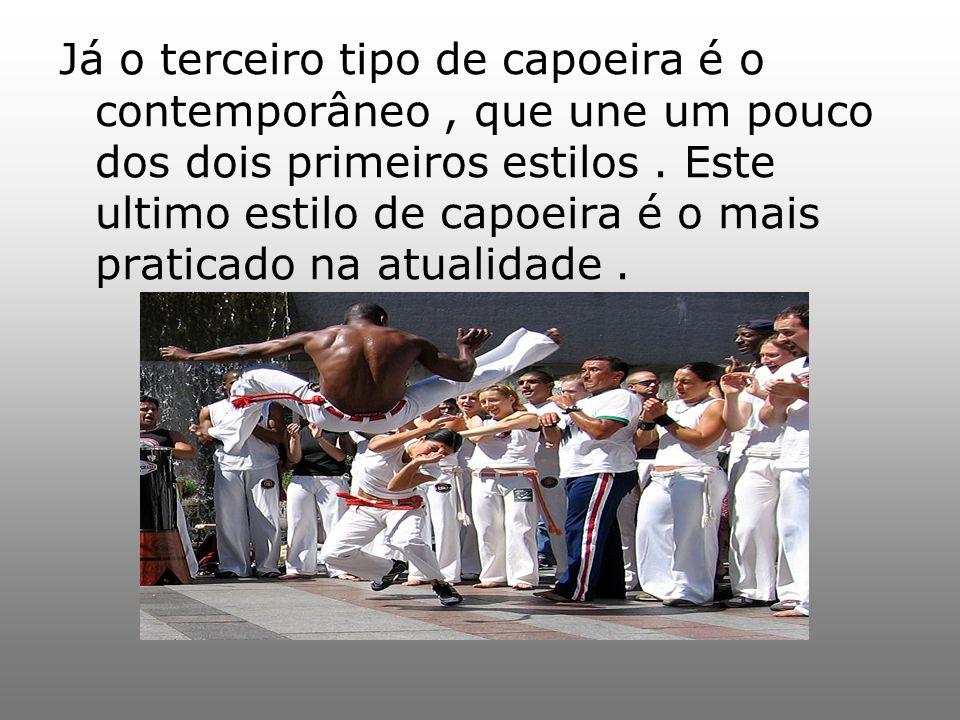Já o terceiro tipo de capoeira é o contemporâneo , que une um pouco dos dois primeiros estilos .