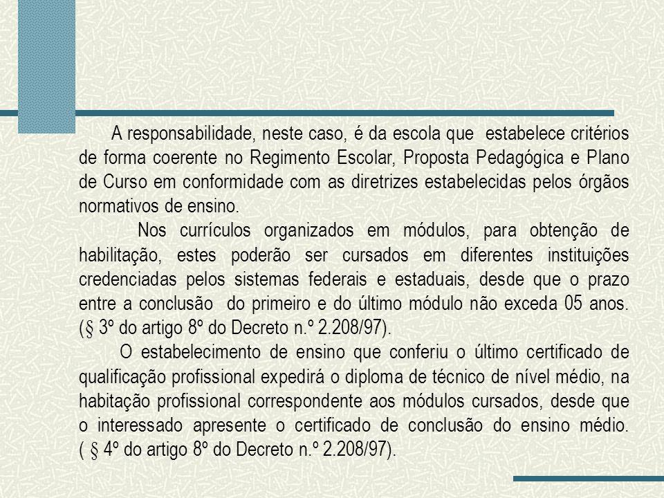 A responsabilidade, neste caso, é da escola que estabelece critérios de forma coerente no Regimento Escolar, Proposta Pedagógica e Plano de Curso em conformidade com as diretrizes estabelecidas pelos órgãos normativos de ensino.