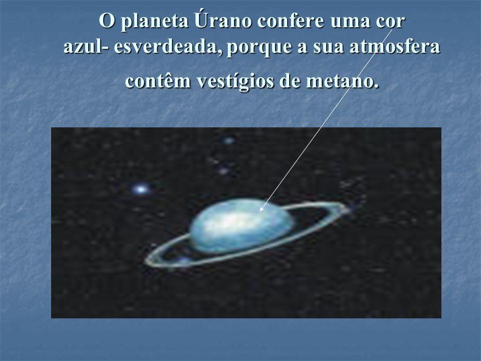 O planeta Úrano confere uma cor azul- esverdeada, porque a sua atmosfera contêm vestígios de metano.