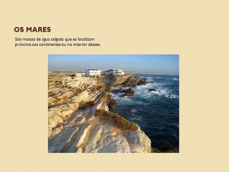 Os mares São massas de água salgada que se localizam próximo aos continentes ou no interior destes.