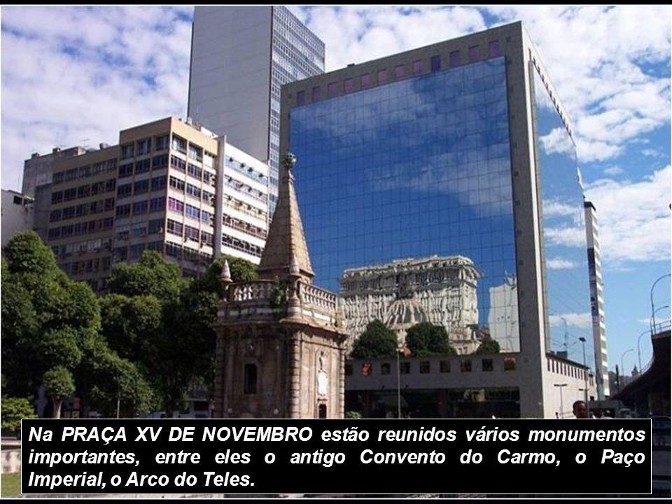Na PRAÇA XV DE NOVEMBRO estão reunidos vários monumentos importantes, entre eles o antigo Convento do Carmo, o Paço Imperial, o Arco do Teles.