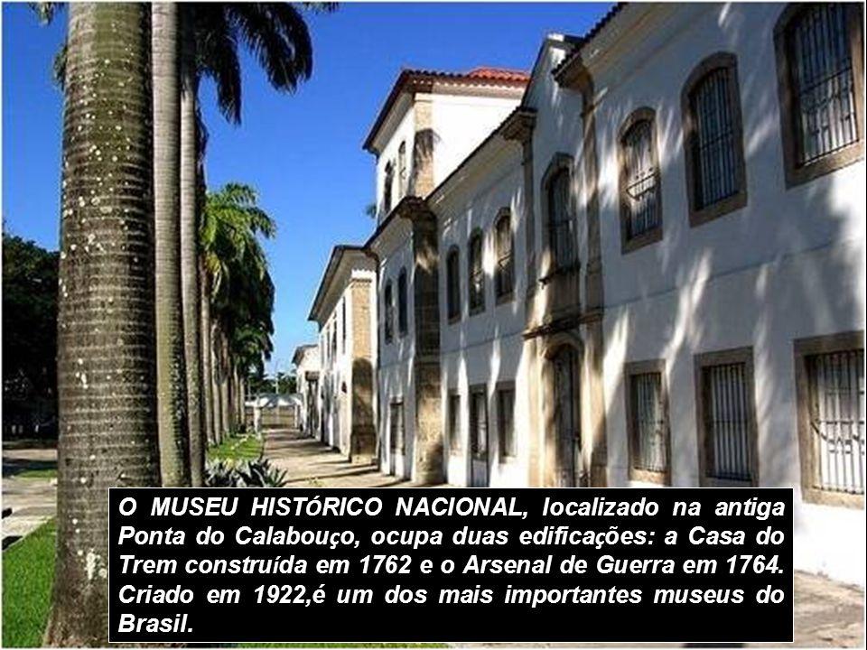 O MUSEU HISTÓRICO NACIONAL, localizado na antiga Ponta do Calabouço, ocupa duas edificações: a Casa do Trem construída em 1762 e o Arsenal de Guerra em 1764.