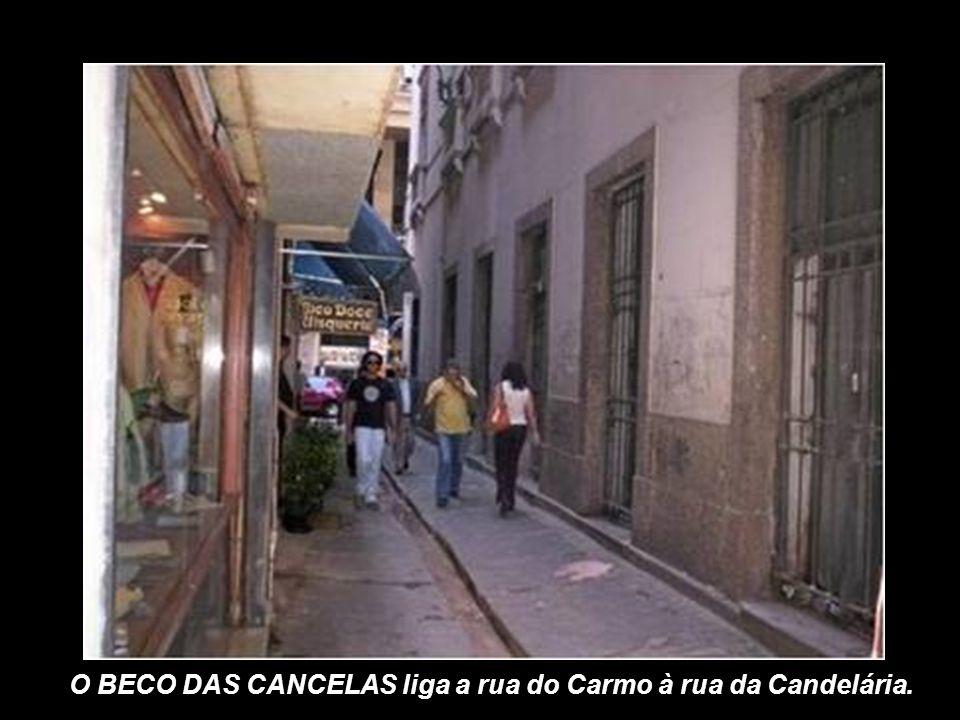 O BECO DAS CANCELAS liga a rua do Carmo à rua da Candelária.