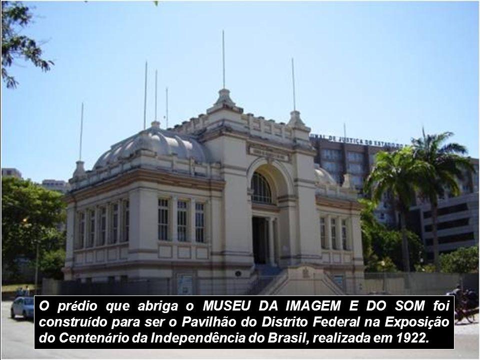 O prédio que abriga o MUSEU DA IMAGEM E DO SOM foi construído para ser o Pavilhão do Distrito Federal na Exposição do Centenário da Independência do Brasil, realizada em 1922.